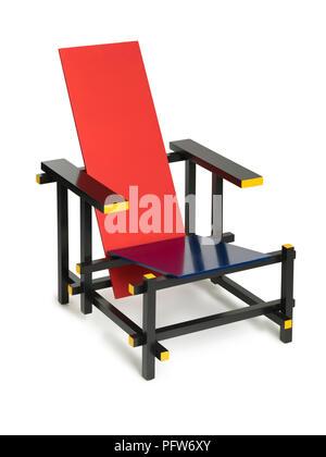 Rietveld stuhl zeichnung  Rot-blaue Stuhl von Gerrit Rietveld Stockfoto, Bild: 104966480 - Alamy
