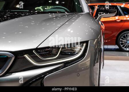 Genf, Schweiz - 7. MÄRZ 2018: Vorderansicht eines BMW i8 Coupé e-sport auto auf dem 88. Internationalen Automobilsalon in Genf präsentiert. - Stockfoto