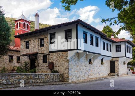 Blick auf die Jungfrau Maria gewidmet, historischen Kloster Panagia Mauriotissa in Kastoria, Griechenland - Stockfoto