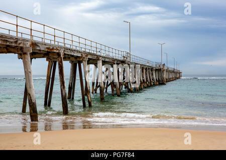 Die Anlegestelle in Port Noarlunga South Australia am 23. August 2018 entfernt - Stockfoto