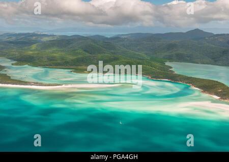 Antenne der Whitsunday Island und die berühmten Hügel Einlass. - Stockfoto