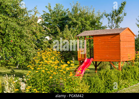 garten kinder haus holzhaus h tte blockhaus garten natur sommer baum gartenhaus garten. Black Bedroom Furniture Sets. Home Design Ideas