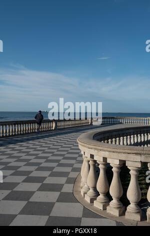Terrazza Mascagni. Eine Promenade und Parkanlage direkt am Meer. - Stockfoto