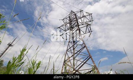 Hochspannungs-elektrischer Isolator elektrische Leitung gegen den ...