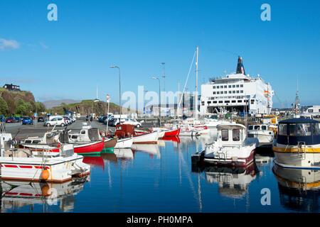 Boote im Hafen von Tórshavn, Streymoy Island, Färöer Inseln, Nord-Atlantik - Stockfoto