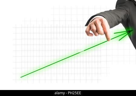 Hand eines Geschäftsmannes Berühren eines grünen aufsteigend Pfeil zeigt Fortschritt und Wachstum auf einer virtuellen Leinwand, mit kopieren. - Stockfoto