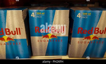 Kühlschrank Von Red Bull : Eine anzeige von red bull dosen in einem kühlenden regal im