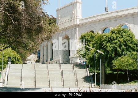 Eingang zu Kalifornien Memorial Stadium in die Berkeley Hills, auf dem Campus der UC Berkeley in der Innenstadt von Berkeley, Kalifornien, 21. Mai 2018. () - Stockfoto