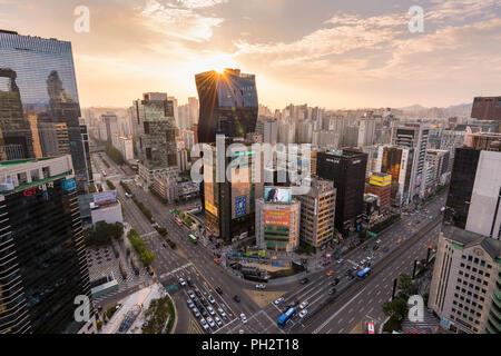 Sonnenuntergang in Gangnam Bezirk der Stadt Seoul. - Stockfoto