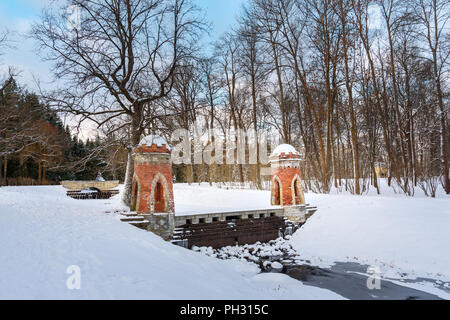 Red Cascade in Catherine Park in Zarskoje Selo im Winter. Stadt Puschkin. Sankt Petersburg. Russland - Stockfoto