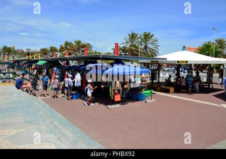 Shopping Verkaufsständen außerhalb der Cruise Ship Terminal in Willemstad, Curacao - Stockfoto