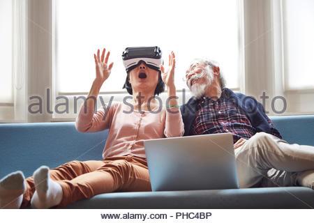 Senior Paar mit Virtual reality Headset - Stockfoto