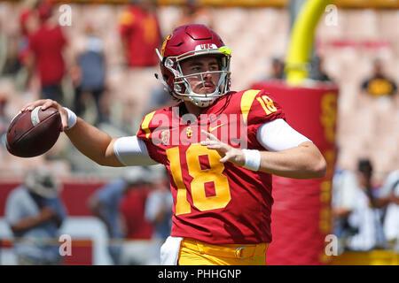 September 01, 2018 USC Trojans quarterback JT Daniels #18 in Aktion vor dem Fußballspiel zwischen den USC Trojans und die UNLV Rebellen am Los Angeles Coliseum in Los Angeles, Kalifornien. Charles Baus/CSM - Stockfoto