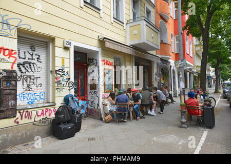 Strassencafe Weserstrasse Reuterkiez, Neukölln, Berlin, Deutschland - Stockfoto