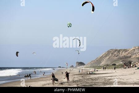 Kitesurfen an der Playa Santa Marianita, Ecuador - Stockfoto