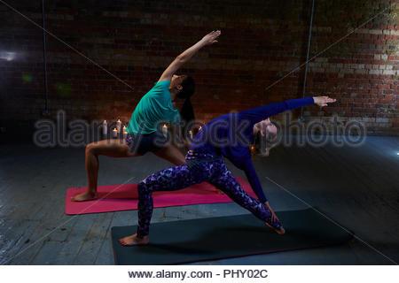 Junge Frauen Yoga - Stockfoto