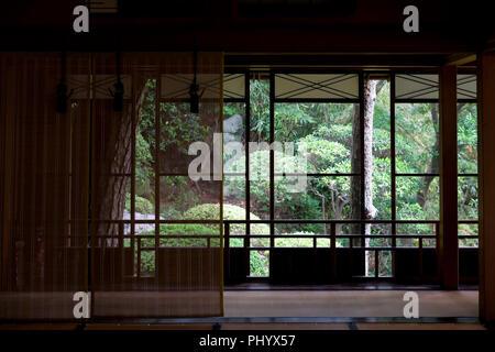 Foto zeigt die Kakubuen Garten ab dem 2. Stock des Hauptgebäudes der Honma Museum für Kunst in Sakata, Yamagata Präfektur, Japan gesehen, - Stockfoto