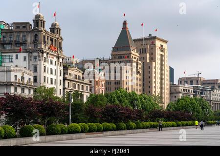 Sonnig am frühen Morgen entlang der Bund in Shanghai, China. - Stockfoto