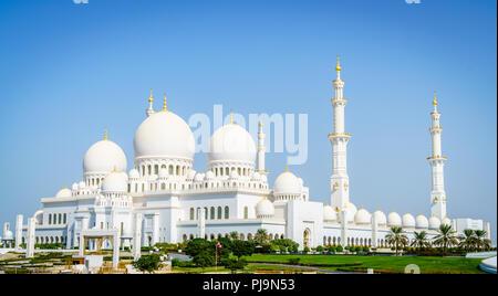 Außenansicht der Sheikh Zayed Moschee in Abu Dhabi, VAE - Stockfoto