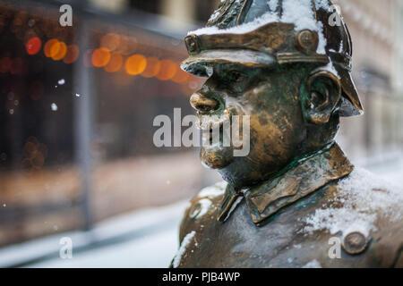 statue der dicke polizist budapest ungarn stockfoto bild 83764492 alamy. Black Bedroom Furniture Sets. Home Design Ideas