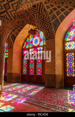 Die Islamische Republik Iran. Shiraz. Nasir al-Mulk Moschee, die Rosa Moschee in Gawd-i Araban Viertel, in der Nähe von Shah Cheragh Moschee. - Stockfoto
