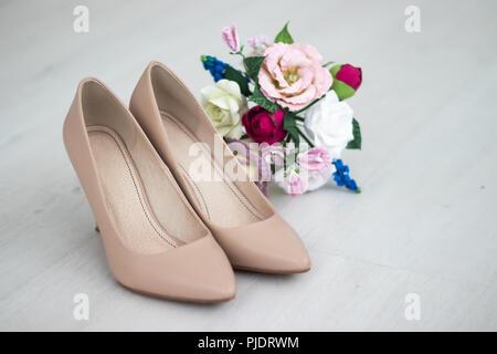 5e8a5b7588492b Hochzeit Schuhe. Braut Schuhe auf der Ferse. Die Gebühren der Braut