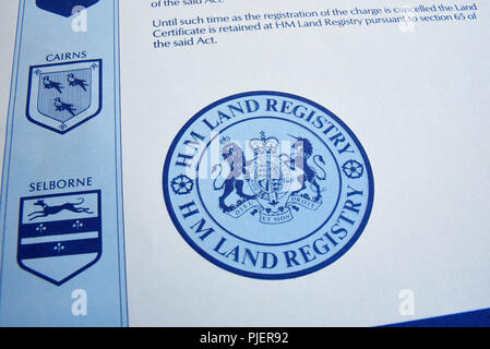 HM Grundbuchamt Dokument, Schreibarbeit. UK British Land Zertifikat Registrierung - Stockfoto