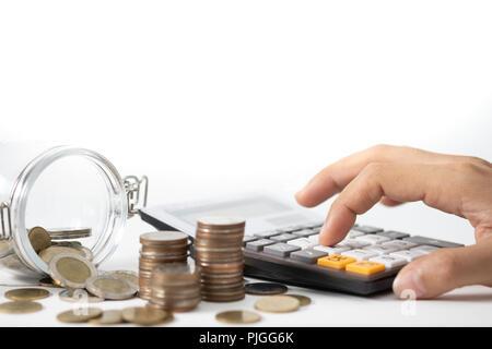 Hand drücken der Taschenrechner, Konzept, um Geld zu sparen, expandierendes Unternehmen und Vermögende. - Stockfoto
