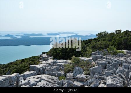 Blick auf den Vransko Jezero, der größte natürliche See in Kroatien. - Stockfoto