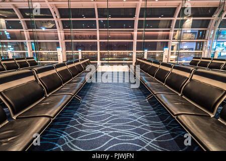 In der Lobby warten am Flughafen Haneda in Tokio, Japan - Stockfoto