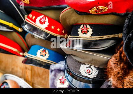 Kalter Krieg Souvenirs zum Verkauf in der Nähe von Checkpoint Charlie in Berlin, Deutschland - Stockfoto
