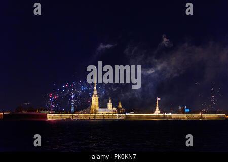 Peter und Paul Festung bei Nacht in St. Petersburg, Russland - Stockfoto