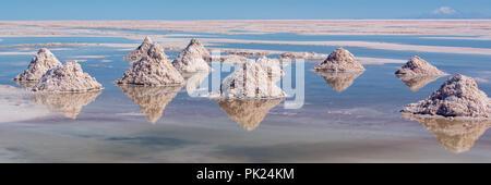 Stapel von Salz in den Salar de Uyuni (Uyuni Salzebenen), Potosi, Bolivien - Stockfoto