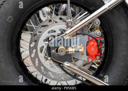 Disc Bremse auf Motorrad zurück Rad - Stockfoto