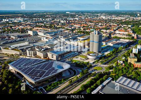 Luftaufnahme von BMW Museum und BWM Welt und Werk. München, Germ - Stockfoto