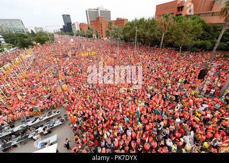 Barcelona, Spanien. 11 Sep, 2018. Tausende von Menschen an einem Marsch für von dem Katalanischen pro genannt - Unabhängigkeit Gruppe Asamblea Nacional Catalana (ANC) anlässlich der Nationalen Tag der Katalonien (Iada) feiern in der Innenstadt von Barcelona im Nordosten Spaniens, 11. September 2018. Credit: Alejandro Garcia/EFE/Alamy leben Nachrichten - Stockfoto