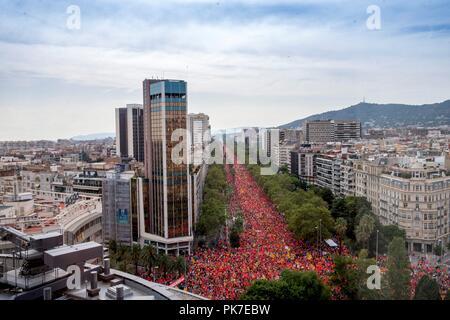 Barcelona, Spanien. 11 Sep, 2018. Tausende von Menschen an einem Marsch für von dem Katalanischen pro genannt - Unabhängigkeit Gruppe Asamblea Nacional Catalana (ANC) anlässlich der Nationalen Tag der Katalonien (Iada) feiern in der Innenstadt von Barcelona im Nordosten Spaniens, 11. September 2018. Credit: QUIQUE GARCIA/EFE/Alamy leben Nachrichten - Stockfoto