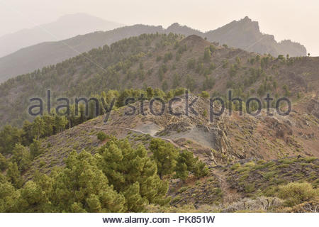 Ruta de la Cresteria Wanderweg entlang des Kraters führende, vulkanische Landschaft von Caldera de Taburiente National Park La Palma Kanarische Inseln Spanien. - Stockfoto