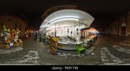 Vicenza: Hot frittierte Krapfen mit clown - Stockfoto