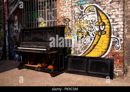 Alte Verworfen Piano Des Herstellers C F Glas Co In