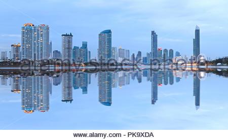 Reflexion Stadtbild von Bangkok - Stockfoto