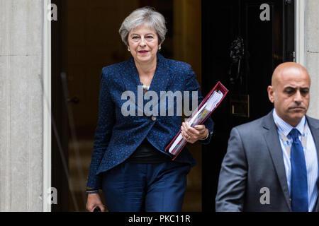 London, Großbritannien. 12 Sep, 2018. Premierminister Theresa May Blätter Downing Street 10 Prime Minister's Fragen im Unterhaus zu besuchen. Credit: Mark Kerrison/Alamy leben Nachrichten - Stockfoto