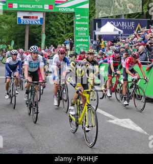 Tour durch Großbritannien 2018. Tour de France Sieger Geraint Thomas (Links), Reiten für das Team Sky kreuze Finish Line von Stufe 6 an whinlatter Visitor Center.