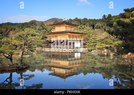 Kinkakuji Tempel - Goldener Pavillon, Kyoto, Japan. UNESCO-Weltkulturerbe. - Stockfoto