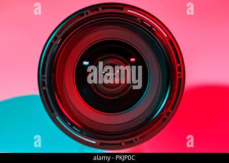 Vor der Kamera und Licht Schatten Farbe aus zwei Flash. - Stockfoto