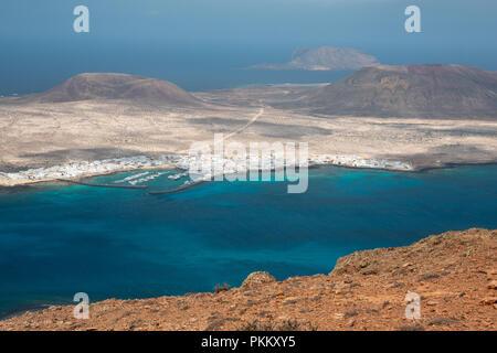 Blick auf die Insel La Graciosa vom Mirador del Rio, Lanzarote - Stockfoto