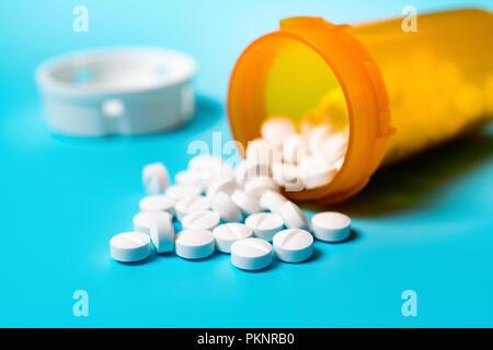 Tabletten Verschütten von Container. - Stockfoto