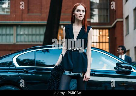 Mailand, Italien - 22. SEPTEMBER 2017: Außerhalb von Versace in Mailand Fashion Week Frühjahr/Sommer 2018 - Stockfoto