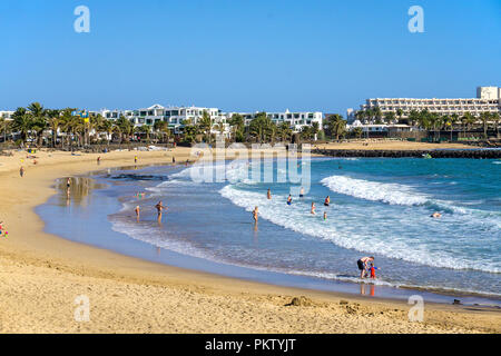 Strand Playa de las Cucharas, Costa Teguise, Lanzarote, Kanarische Inseln, Spanien - Stockfoto