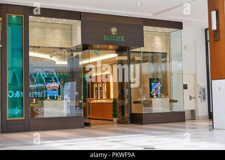 AVENTURA, USA - 23. AUGUST 2018: Rolex berühmten Boutique in der Aventura Mall. Rolex ist ein Schweizer Uhrmacher Unternehmen - Stockfoto